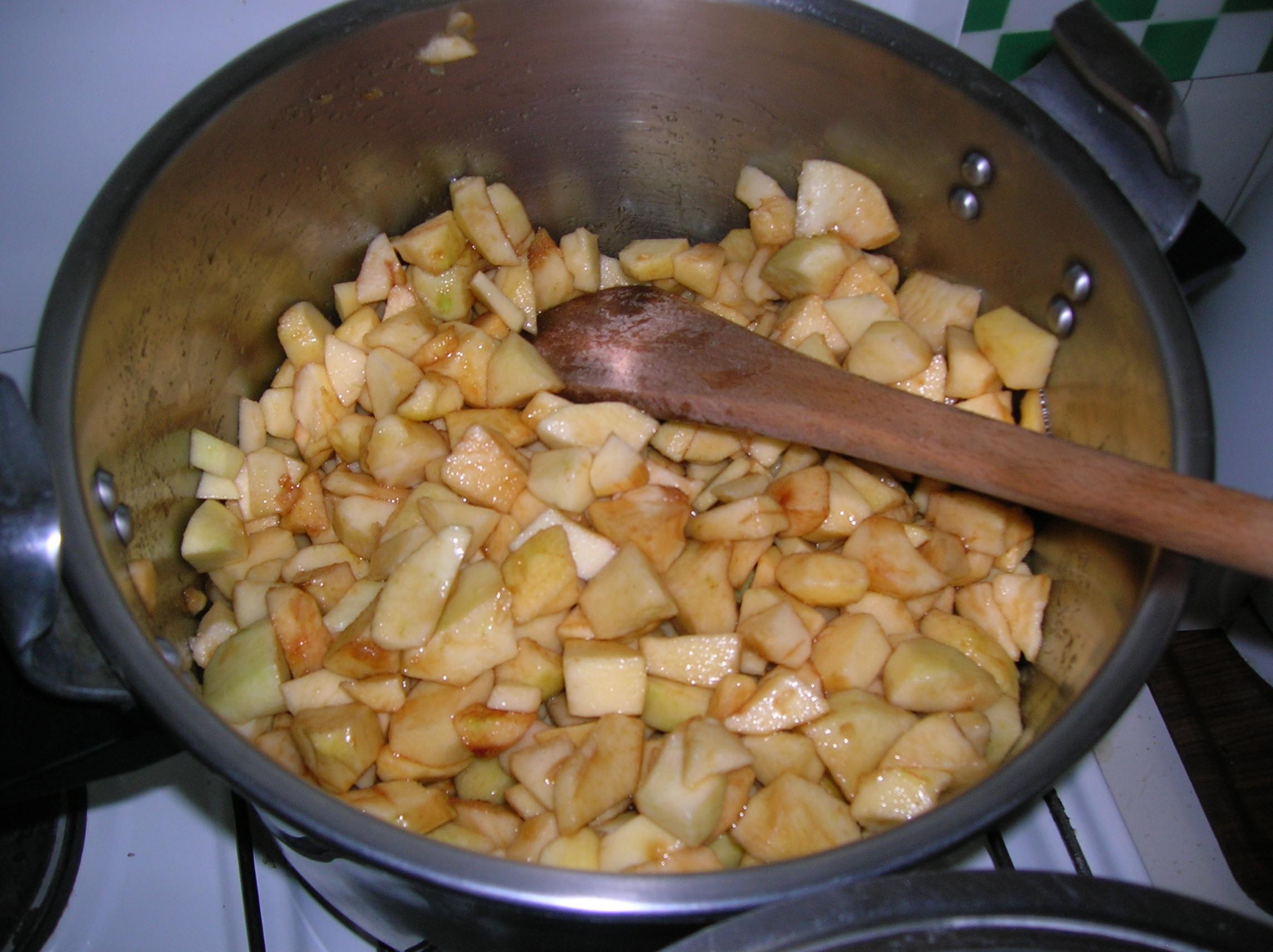 préparation de la compote de pommes pour recevoir les parents le vendredi 8 ocotbre